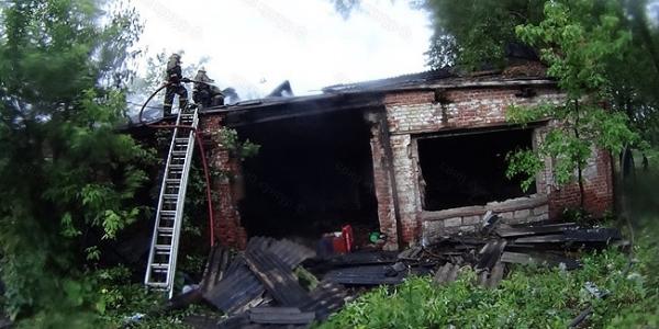 Сооружение пожарного депо сгорело вКунгуре