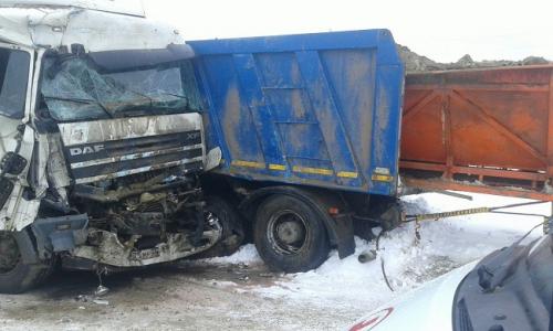 Два грузового автомобиля столкнулись натрассе Пермь